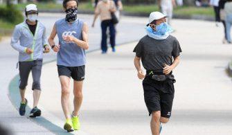 Japon Hükümeti insanlardan sıcak çarpmasını önlemek için açık havada maskelerini çıkarmalarını istiyor